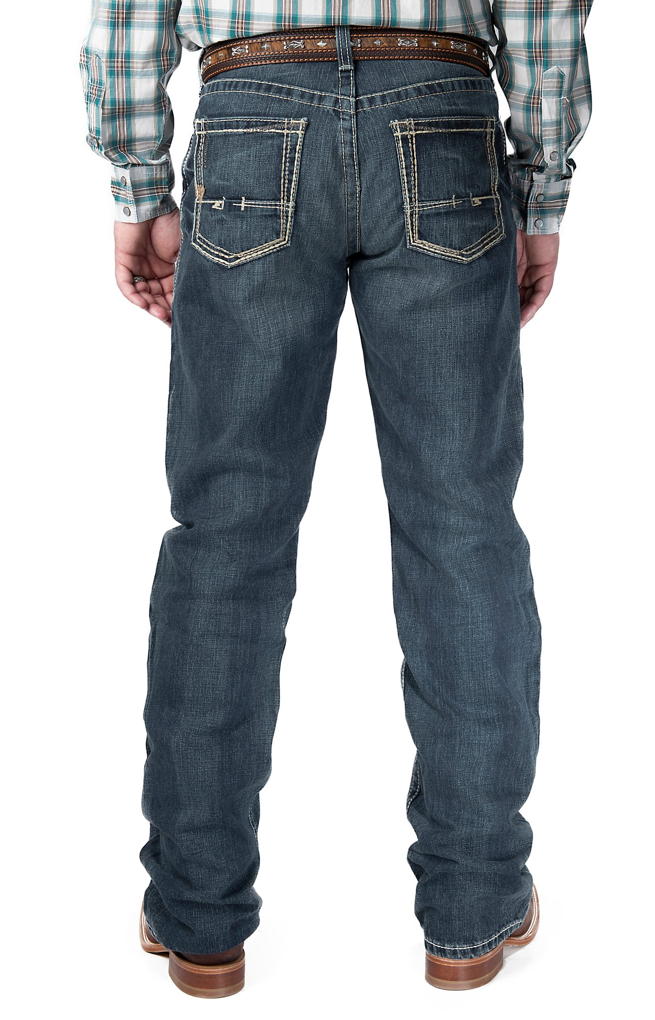 Create a cow boy look with ariat jeans