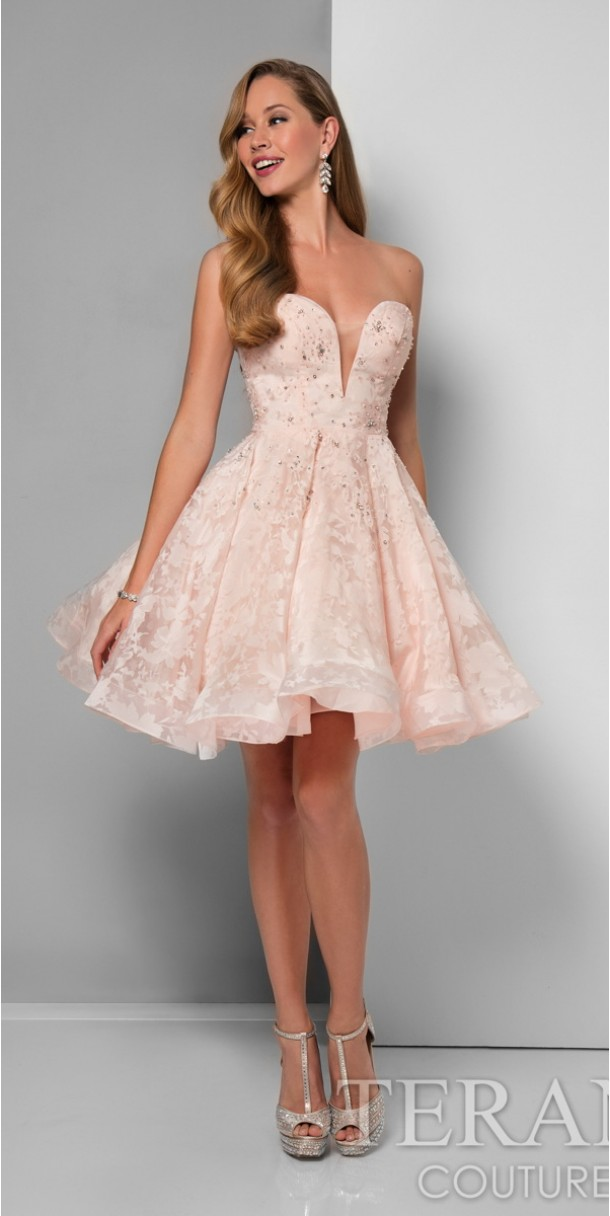 Look fabulous and classy with short prom dress