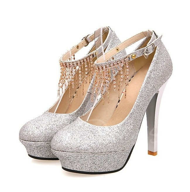 Silver prom shoes for a perfect night
