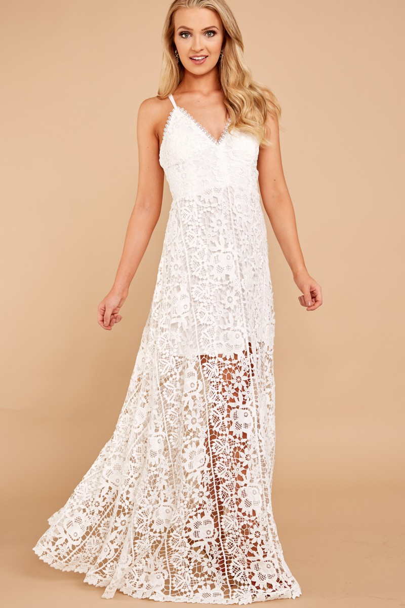 How to wear a White lace maxi dress this summer