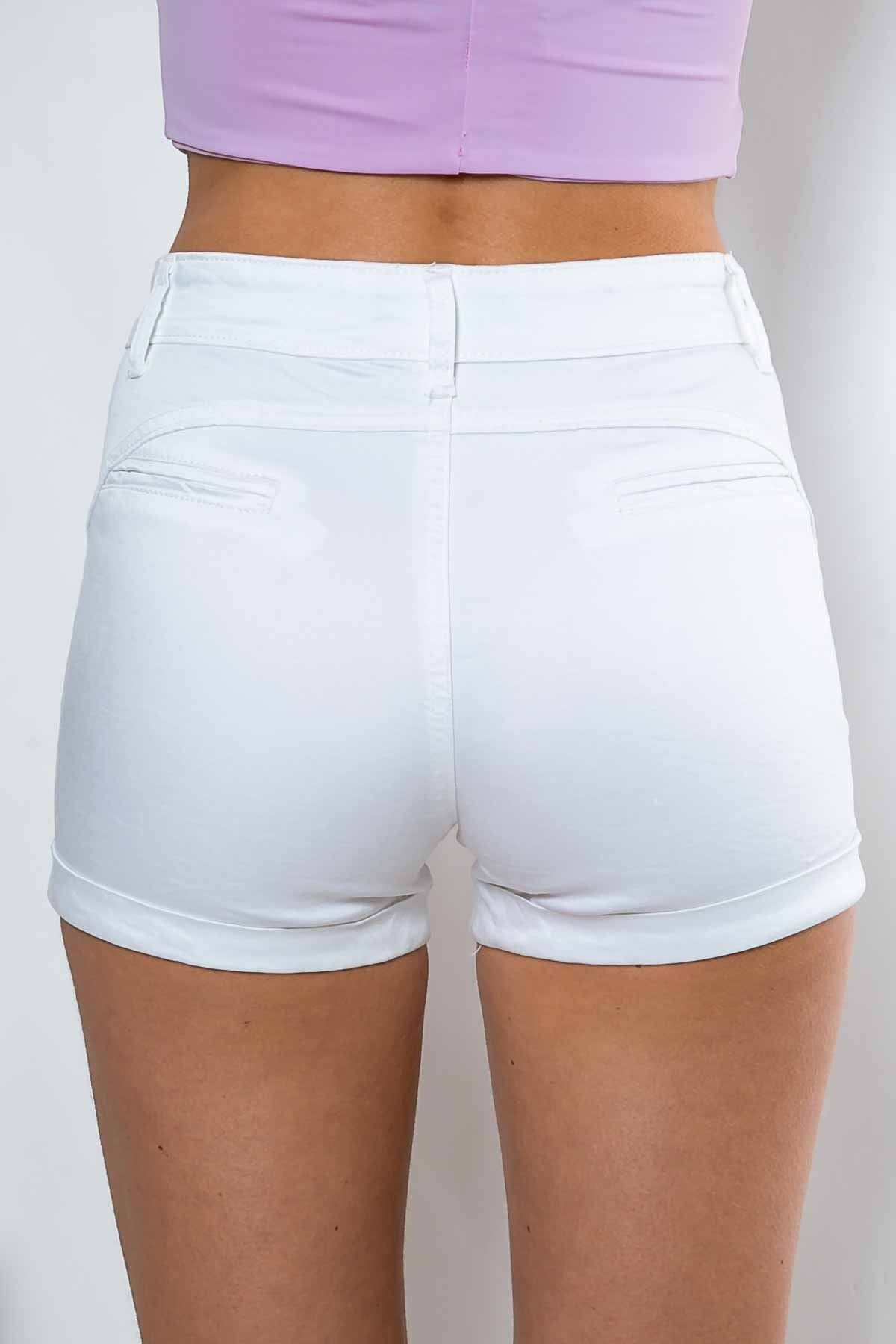 white shorts crop top - of course, crop tops look super chic over shorts. either yurtvjw
