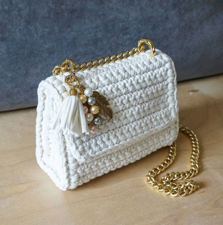 crochet bags interesting bag shape and handle placement. how to attach the foldover flap? cjvfbqj