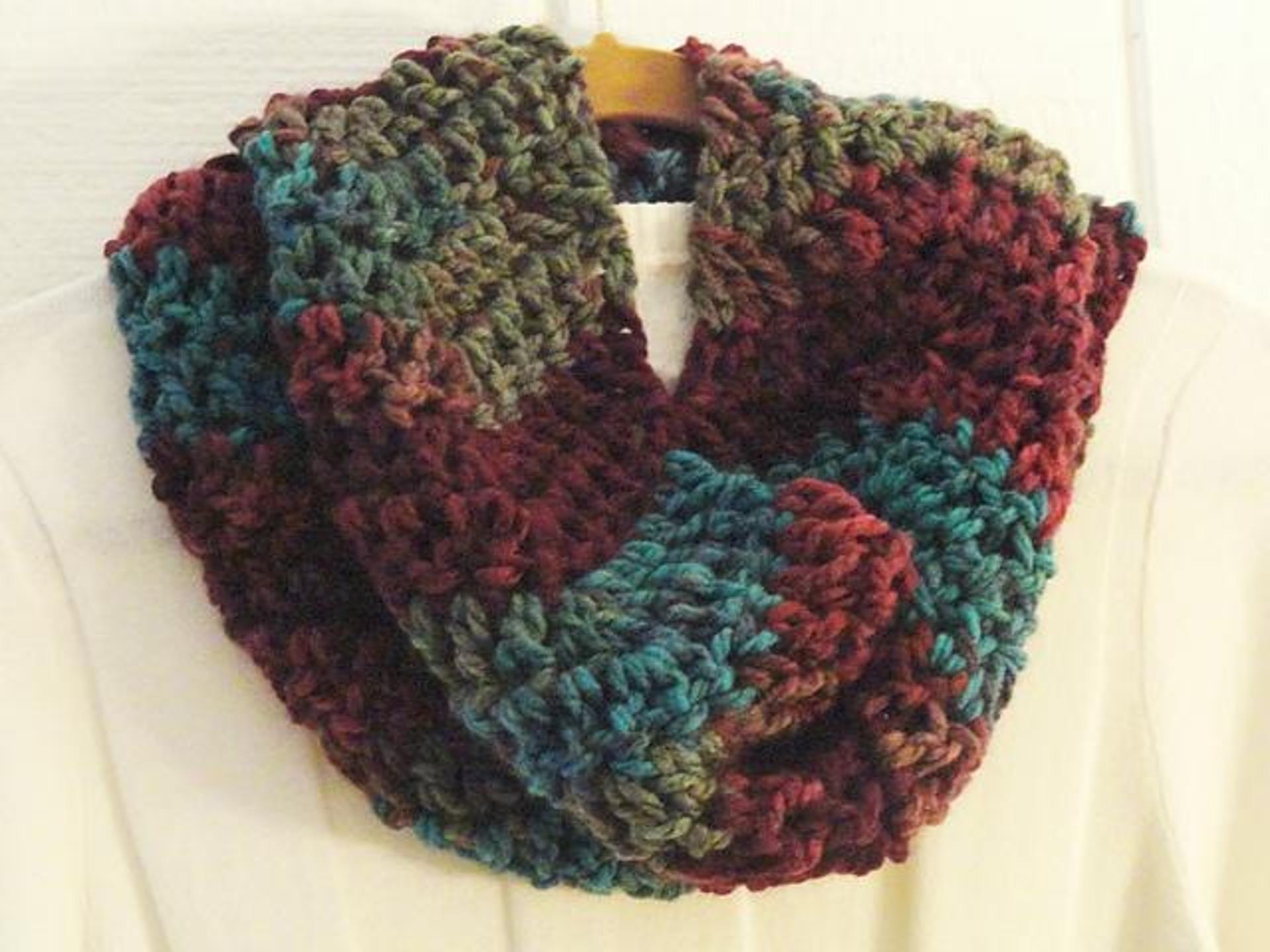 crochet cowl pattern quick chevron cowl free crochet pattern syafzai