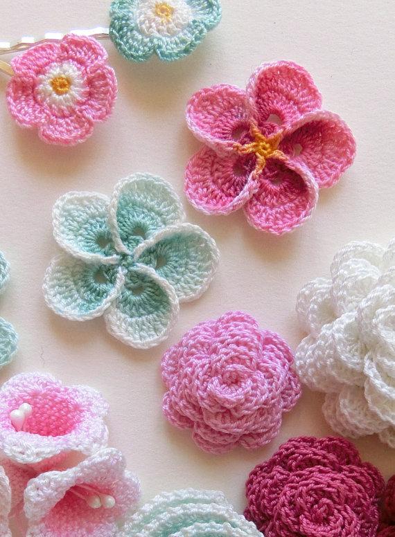 crochet flower pattern, crochet plumeria frangipani pattern, photo  tutorial. hawaiian flower applique, gksxnwo