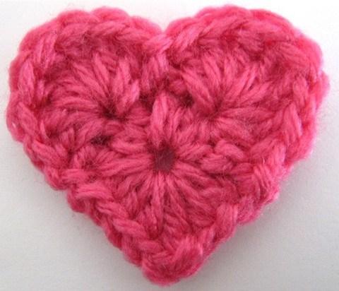 crochet heart 18.http://www.maggiescrochet.com/products/small-heart-free-pattern yxceixo