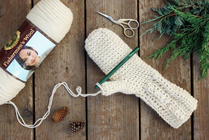 crochet mittens this is crochet?! this free crochet mitten pattern uses the waistcoat  stitch lifcumq