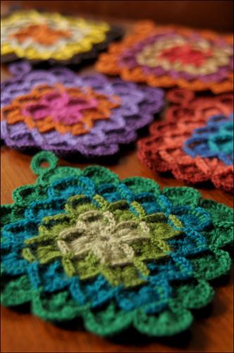 crochet pot holders i love the green one. inxwfcp