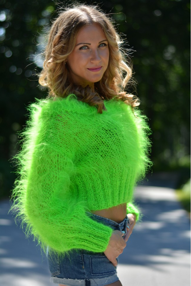 cropped summer mohair sweater in neon green cjrquej