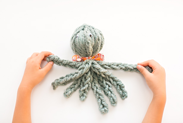 Finger Knitting finger knit octopus + review of knitting without needles book zaxbfmw