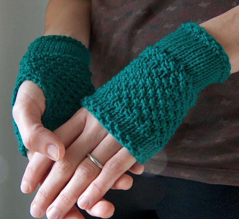 fingerless gloves knitting pattern free knitting pattern for emerald handwarmer easy fingerless mitts dvvjosa