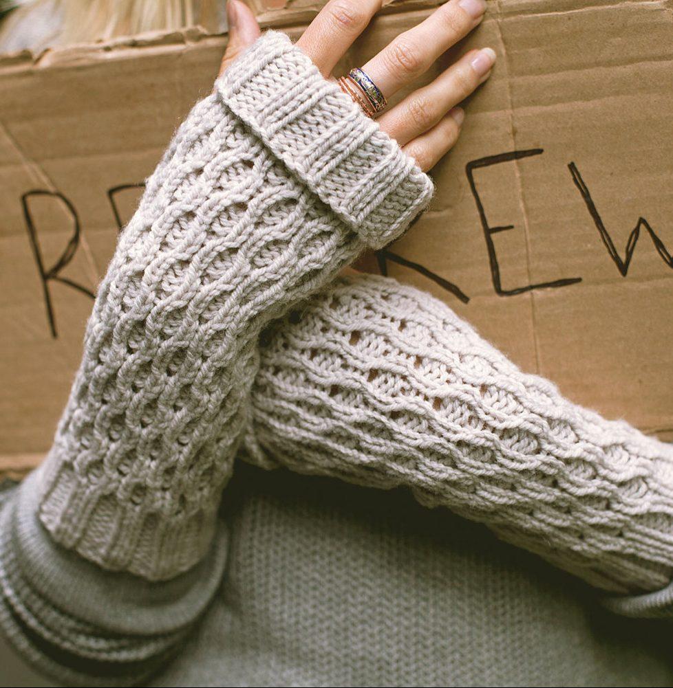 fingerless gloves knitting pattern knitting pattern for spate fingerless mitts hgznots