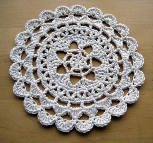 free crochet doily patterns 5- passion flower doily from make my day creative. free soonsdh
