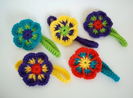 free pattern for an easy crochet flower headband by simply collectible - tckbpvg