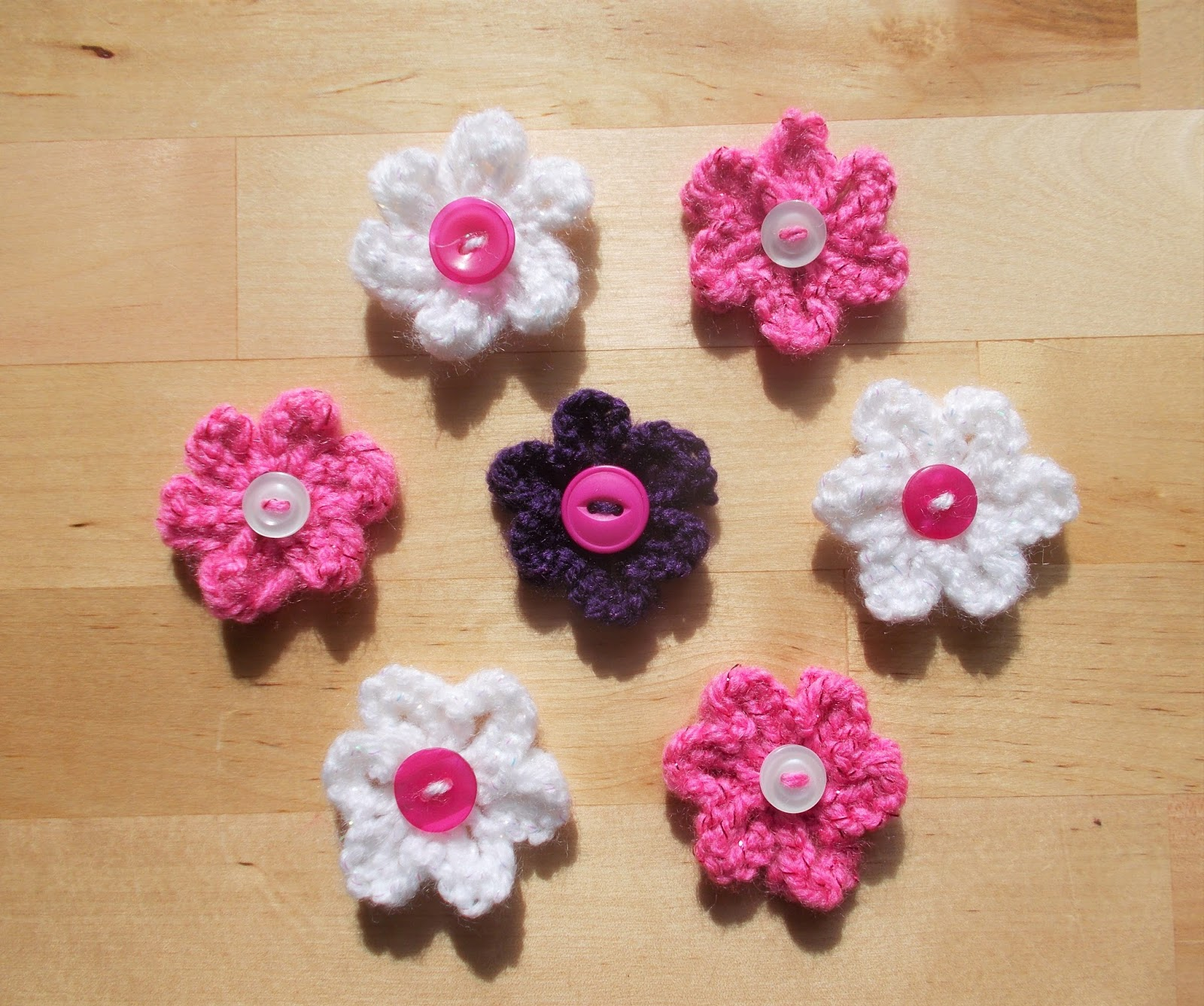 knitted flowers these pretty little flowers are so quick and easy to knit. jyifjmj