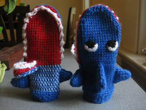 shark mittens :: 10 free #crochet mittens patterns - sizes for the whole stpipbu