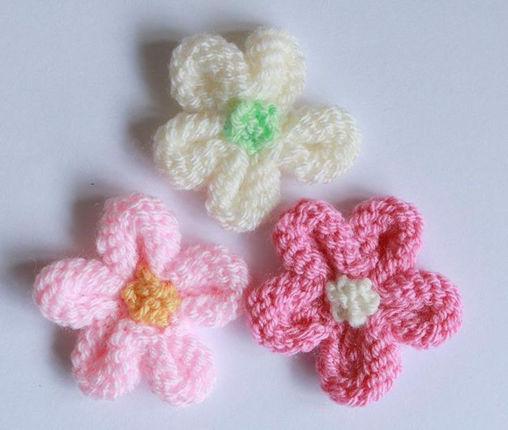 Decorate Your Room with the Knitted Flowers