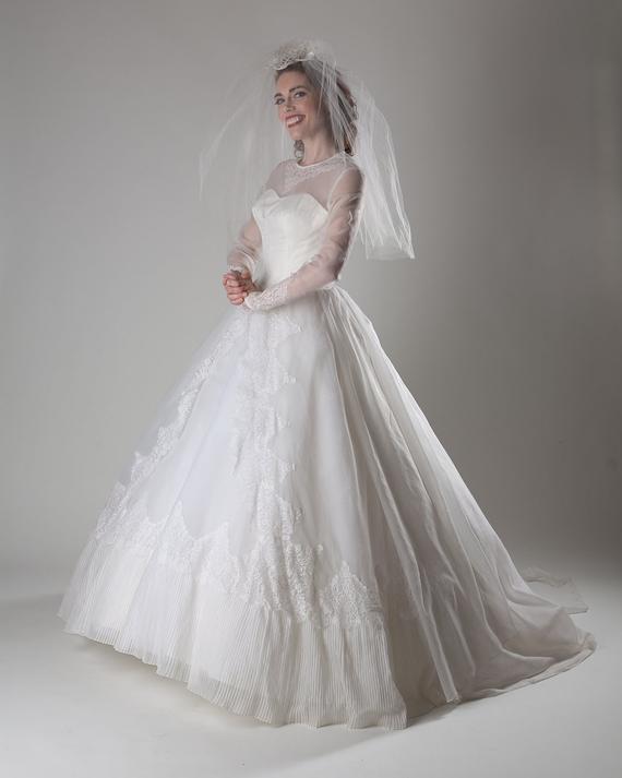 Vintage 1950s Wedding Dress White Chantilly Lace Cupcake   Etsy