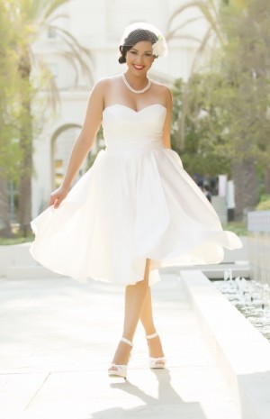 Choose 1950s wedding dresses for antique and elegant look