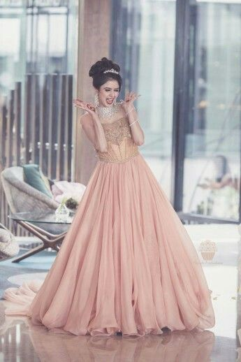 Look perfect on engagement day by choosing best engagement dresses