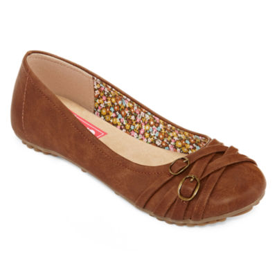 Beautiful and designable flat shoes for women