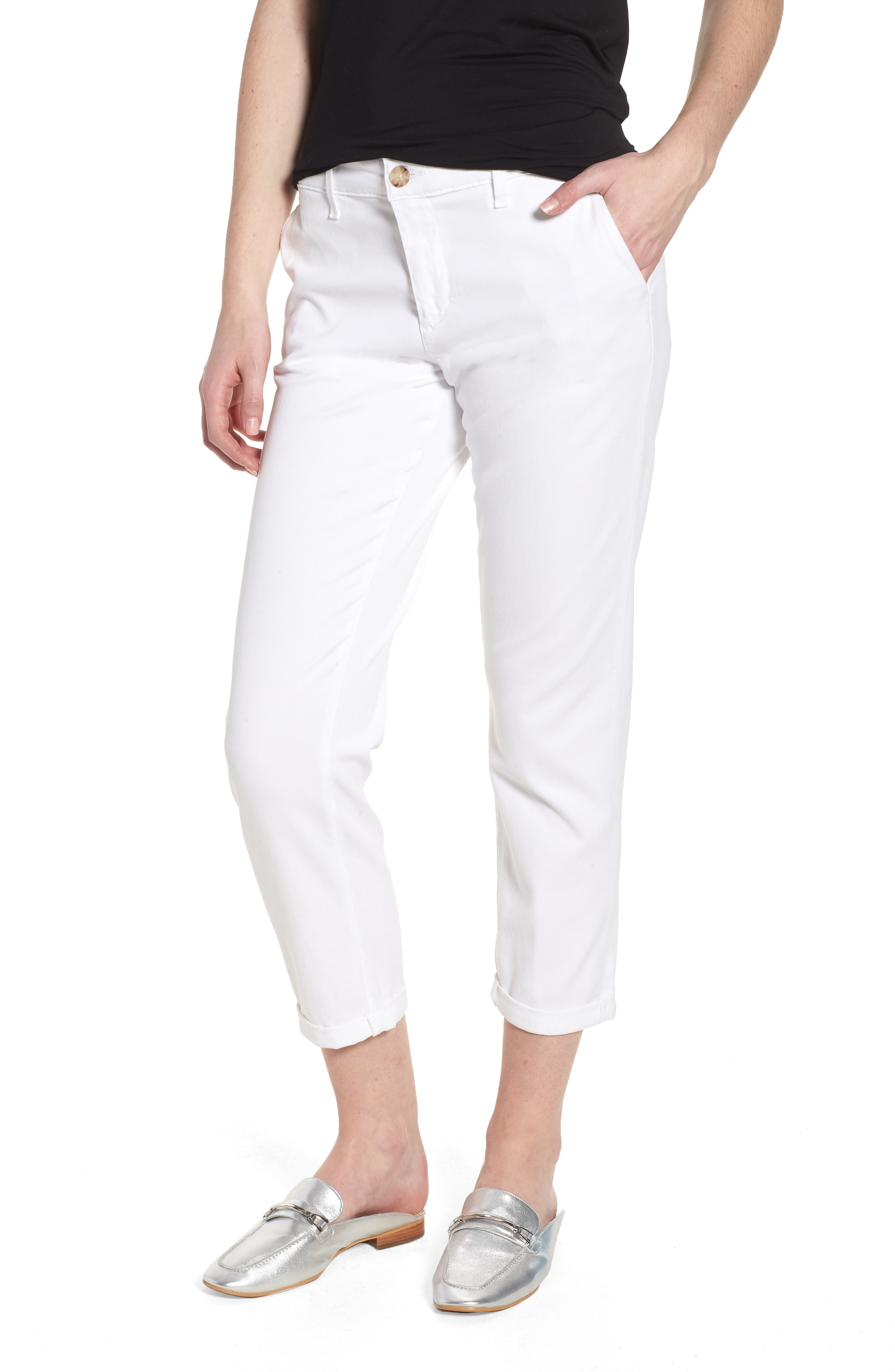 Styles to make by wearing   white trousers