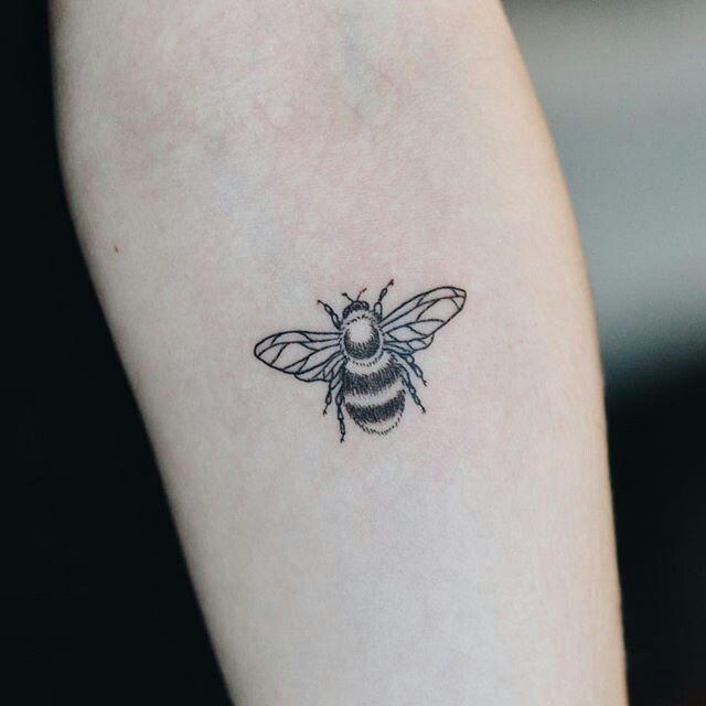 Bee tattoo More | Tattoos, Small tattoos simple, Pretty tatto