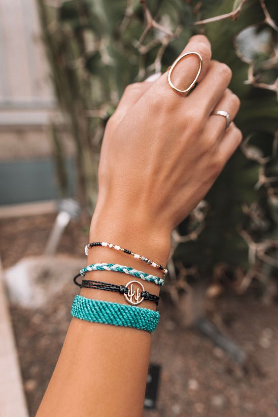 15 Ways To Stack Your Bracelets Right - Styleohol