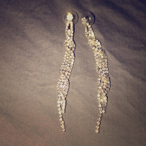 Icing Jewelry   Gorgeous Elegant And Classy Long Earrings   Poshma