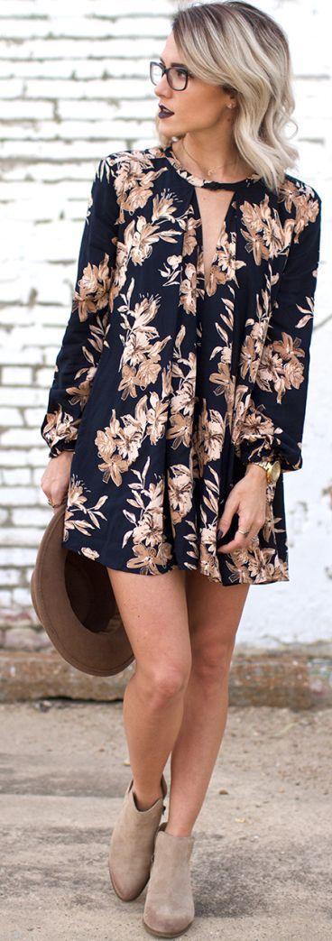 Super cool dress with matching nails and lipstick. … | Fashion .