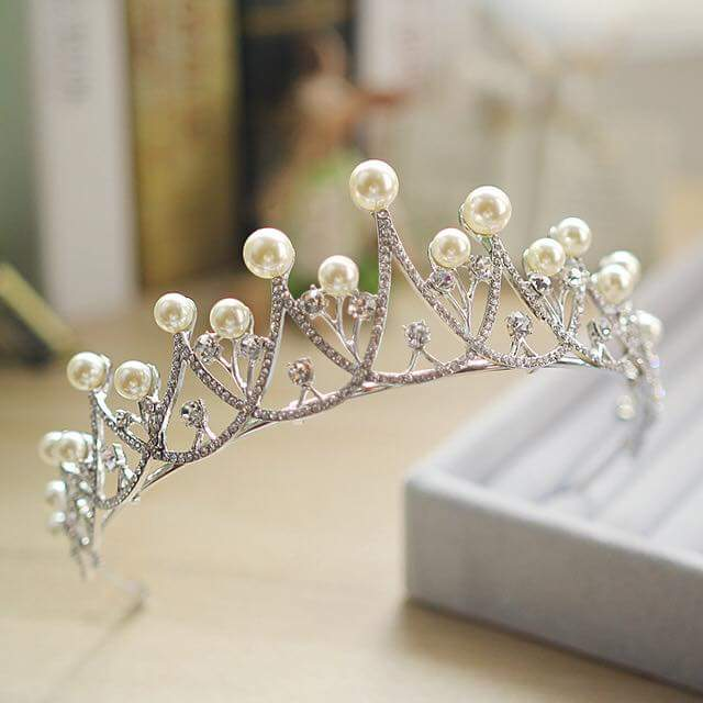 35 Enticing Wedding Tiaras and Crowns to Make Your Look Perfe