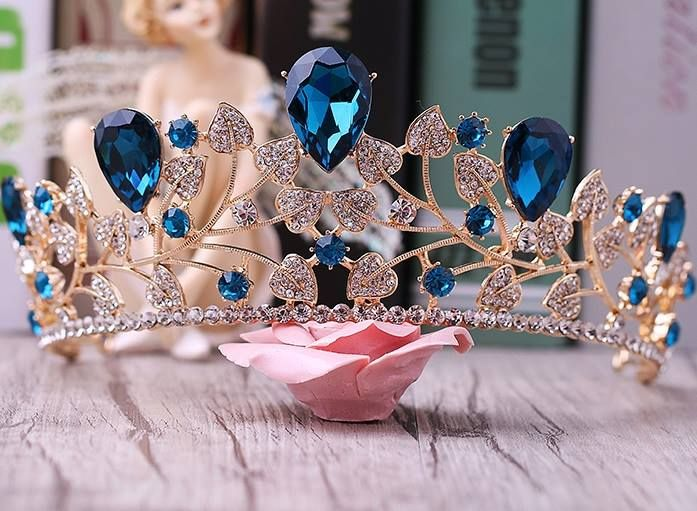 35 Enticing Wedding Tiaras and Crowns to Make Your Look Perfect .