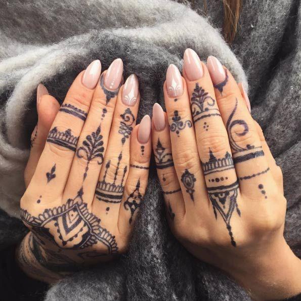 Mehndi Finger Tattoos von Veronica Krasovska | Henna finger tattoo .