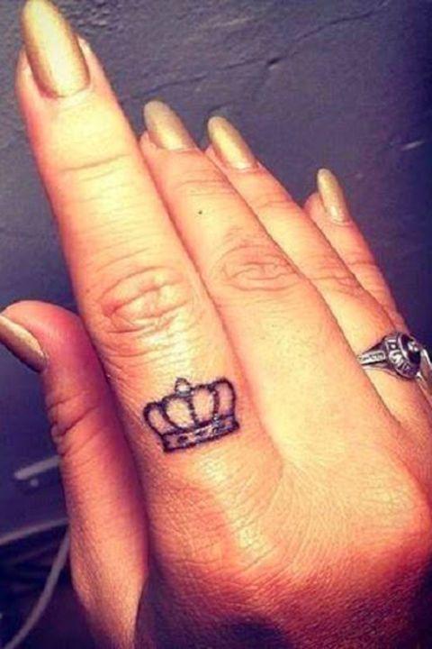 28 Tiny Finger Tattoo Ideas | Crown finger tattoo, Finger tattoos .
