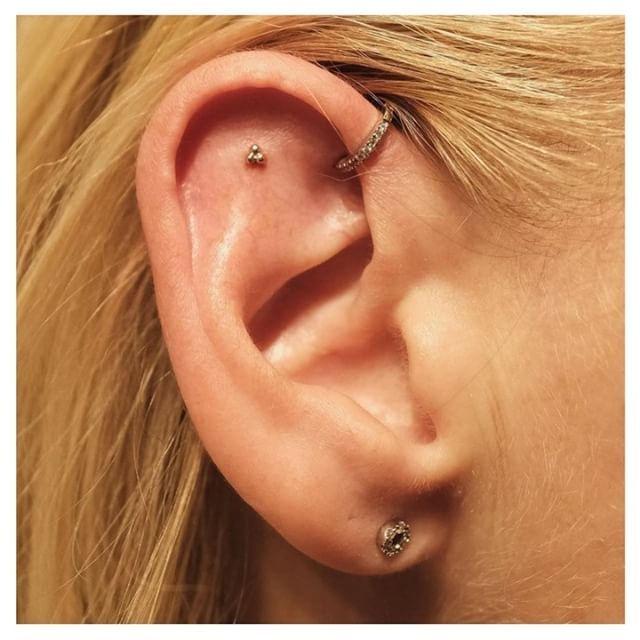 ✨Popular diamond foward helix piercing with a traditional trinity .