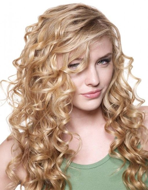 Pin by Loudmilla A.M. on Beautiful Hair styles | Curly hair styles .