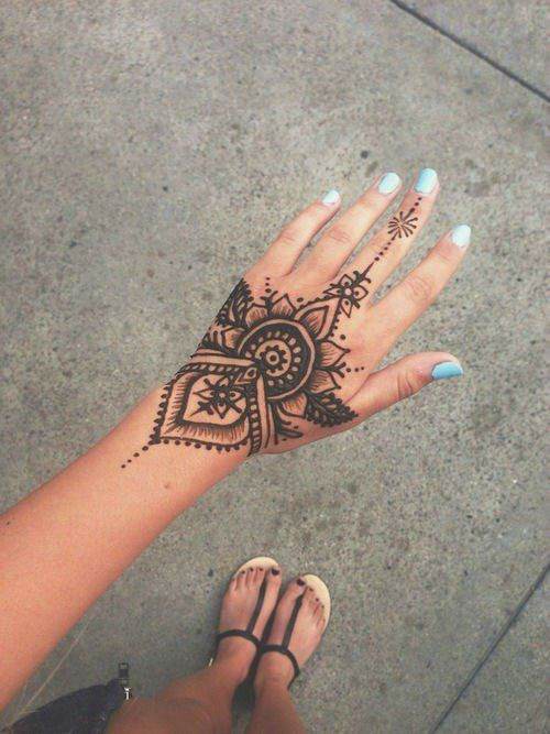 40 Delicate Henna Tattoo Designs | Henna tattoo designs, Henna .