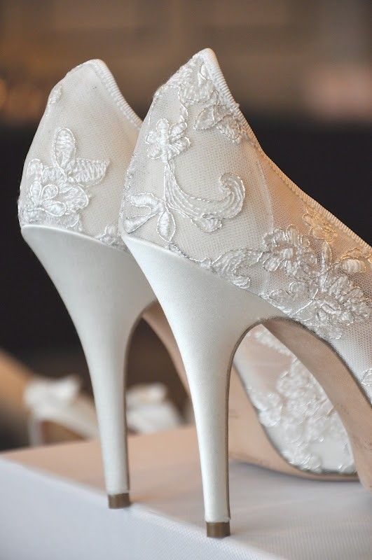 50 Romantic Wedding Venues in the U.S.   Wedding shoes lace .