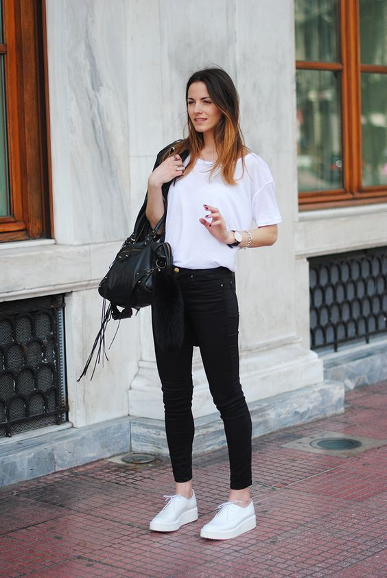 23 Ways to Wear a Pair of White Sneakers - Pretty Designs | White .