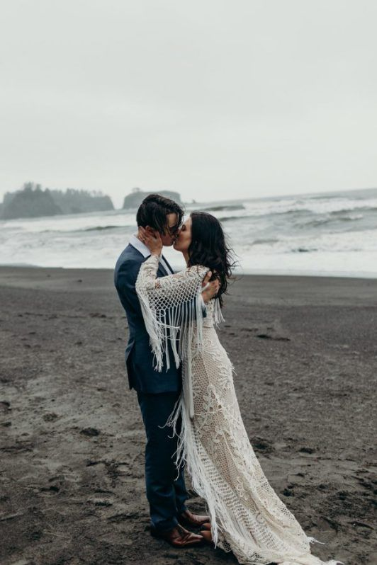 These Long Sleeve wedding dresses are totally loveable   Diy beach .
