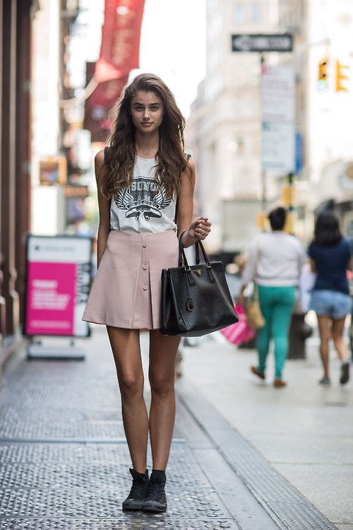 How to Wear Pink Mini Skirt: 15 Adorable Outfit Ideas - FMag.c