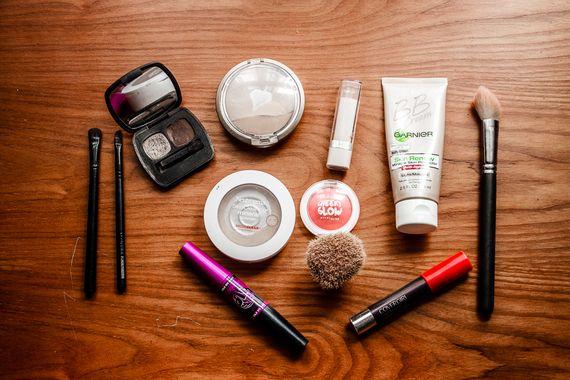 The Minimalist Traveler's Makeup Bag   Makeup forever hd .