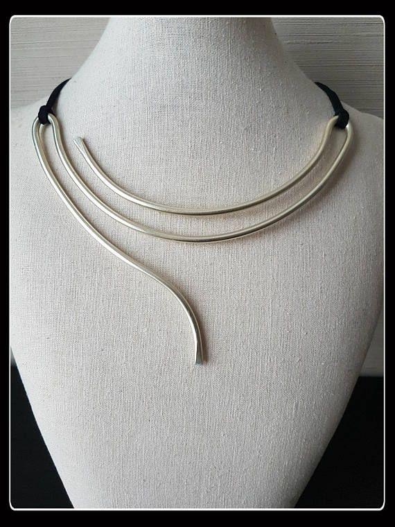 Minimal necklace, Minimal Jewelry, minimalist style, gift idea .
