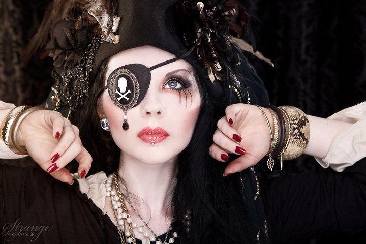 Gorgeous Pirate Makeup | Pirate makeup, Pirate woman, Halloween make