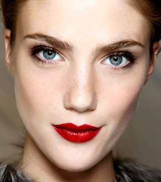 15 Perfectly Timeless Red Lipstick Looks   StyleCast