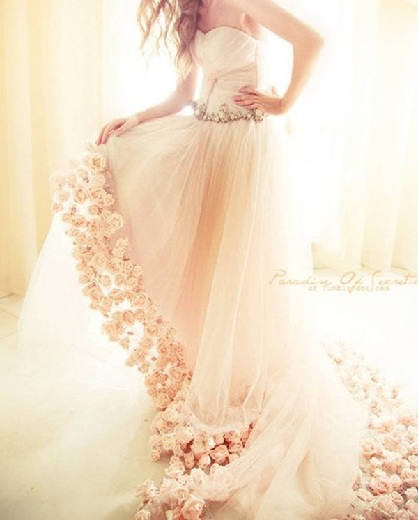 20 unique wedding dresses for the bride who dares to be different .