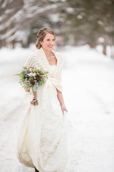 Trendy Ideas for Wedding Shawls